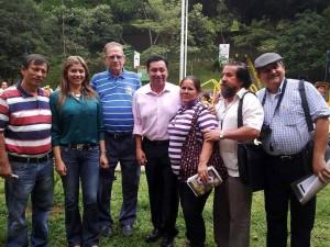 El alcalde y su esposa estuvieron en el barrio El Prado y compartieron con la comunidad.  - Suministrada /GENTE DE CABECERA