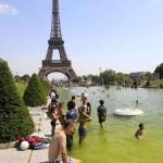 Verano en Europa, junto a la Torre Eiffel.
