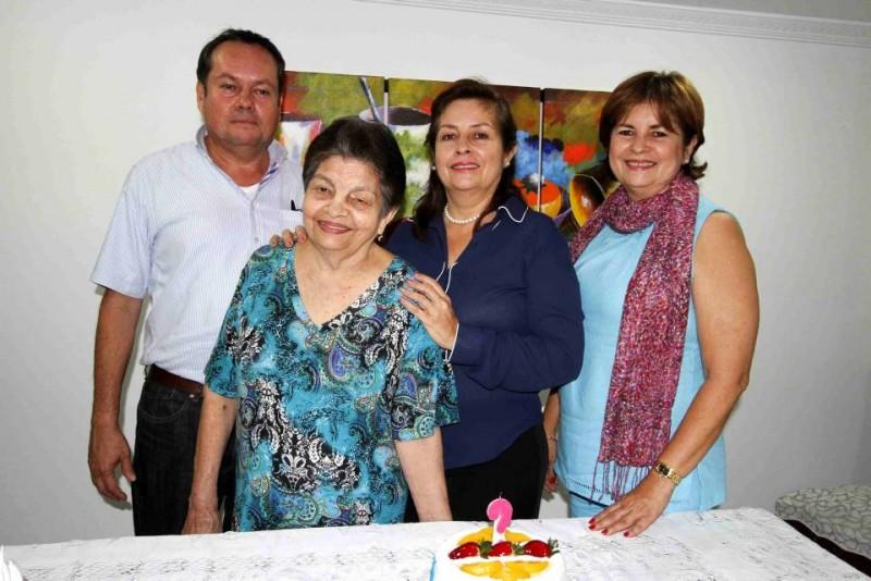 Sergio Romero, Graciela Bautista, Elizabeth Romero y Aydé Romero. - Nelson Díaz / GENTE DE CABECERA