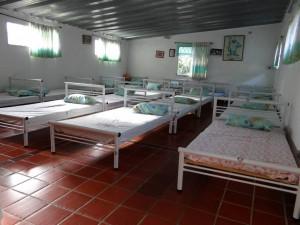 Camas, almohadas y colchones nuevos tienen los salones del instituto Iris para mayor comodidad de niños que allí se atienden. - Suministrada / GENTE DE CABECERA