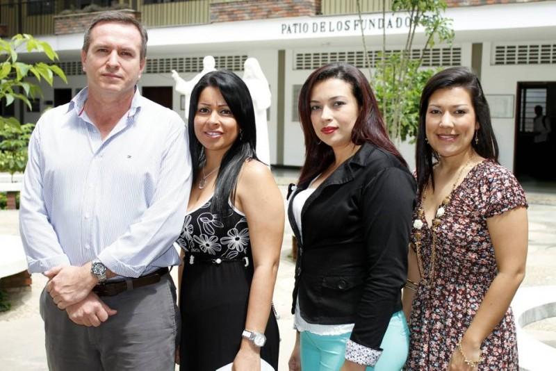Uriel Lombana, en Contaduría; Claudia Grimaldo en Psicología; Maritza Morante en Pedagogía, y Diana Karina Argüello, coordinadora del programa de Psicología. - /Nelson Díaz / GENTE DE CABECERA