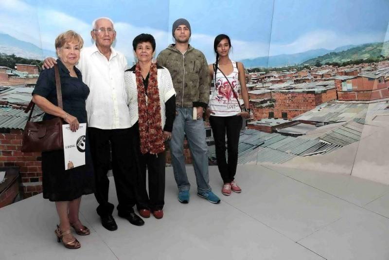 Elvira Suárez de Villamizar, Jorge Eliecer Villamizar, Emira Vera de Sosa, Eduar Fontar Sosa y Yulitza Vargas. - Mauricio Betancourt /GENTE DE CABECERA