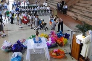 Los niños y sus padres participaron activamente en la Fiesta de la Niña María. - Suministrada /GENTE DE CABECERA