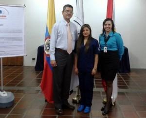 Diana Liceth Flórez Ramírez (en el centro) es estudiante de octavo semestre de ingeniería biomédica de la Universidad Manuela Beltrán de Bucaramanga. - Suministrada / GENTE DE CABECERA