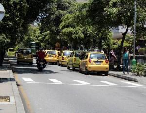 Este sitio de la carrera 33 con calle 51 es uno de los más críticos por el estacionamiento de taxis