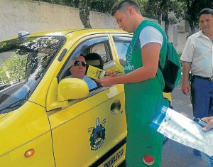 Los taxistas que laboran por las calles de Cabecera también firmaron el pacto de buen ciudadano. - Suministradas Prensa Alcaldía de Bucaramanga /GENTE DE CABECERA