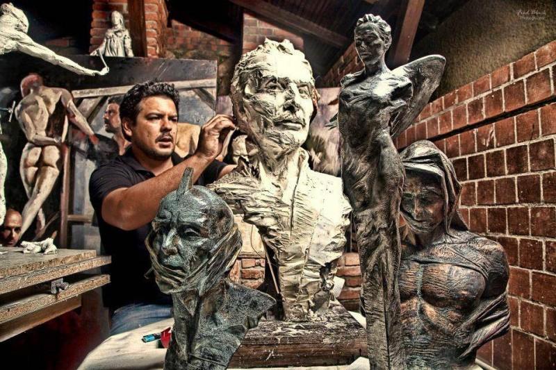 Juan José Cobos Roa tiene más de 10 obras públicas en Colombia