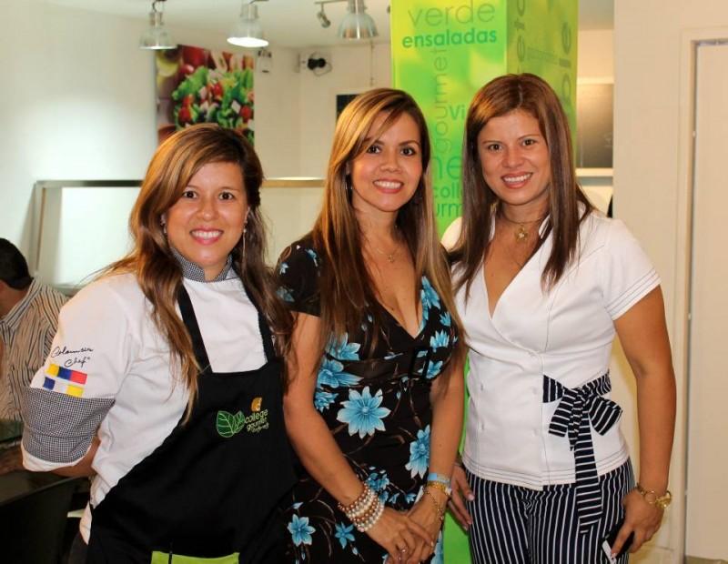 La profe Luisa, Claudia Hernández y Gina Hernández. - Suministrada / GENTE DE CABECERA