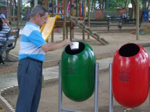 Las canecas permiten clasificar el material de reciclaje con el ordinario. - Suministrada /GENTE DE CABECERA