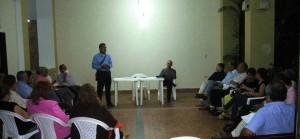 Unas 45 personas asistieron a la reunión cumplida el miércoles en la noche en uno de los edificios de La Floresta. - Suministrada / GENTE DE CABECERA