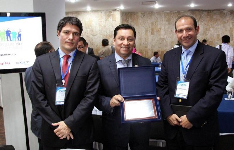 Jaime Vargas, Luis Francisco Bohorquez y Alberto Samuel Yohai. - Suministrada / GENTE DE CABECERA