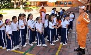 Con juegos, charlas y un simulacro las niñas de primero primaria atendieron la visita de la Defensa Civil. - Suministrada /GENTE DE CABECERA