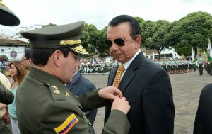 La labor empresarial y social de Isnardo Guarín fue exaltada por la Policía Nacional, esta semana, en Bucaramanga.