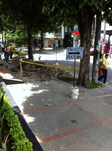Algunas obras en el sector afectan el paso de los peatones.