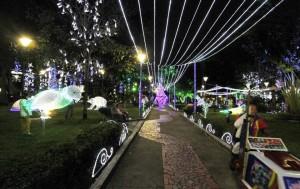 Las familias del sector empezaron desde hace más de una semana a disfrutar la decoración navideña del parque Las Palmas. - Nelson Díaz / GENTE DE CABECERA
