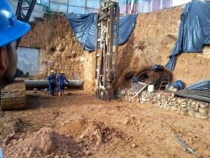 Excavación de pantallas pre excavadas.