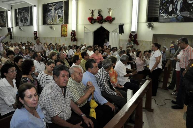 La comunidad atendió al llamado de sus líderes, en el templo del Espíritu Santo, en Terrazas, para protestar por lo que consideran el cobro excesivo del impuesto de valorización y predial