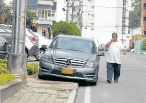 Una de las infracciones más comunes el mal parqueo de los vehículos