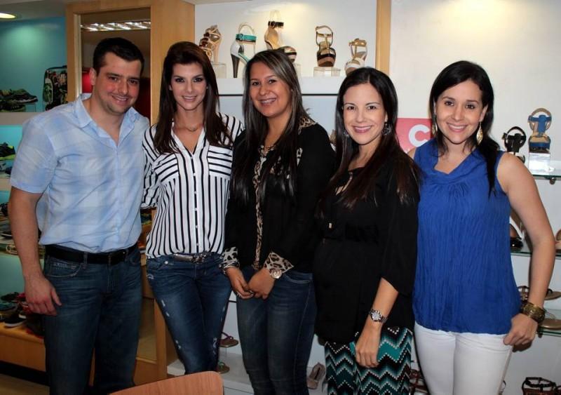 Iván Cruz, Carolina Cruz, Sandra Parra, Adriana Castelblanco y Juliana Cabrera. - Javier Gutiérrez / GENTE DE CABECERA