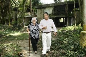 Junto a uno de sus hijos, María Cristina Plata recorrió la zona y enseñó el sitio exacto donde estaba su casa.