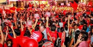 En esta foto se observa la cantidad de gente aglomerada en el sector en el que también hay casas de habitación - Suministrada /GENTE DE CABECERA