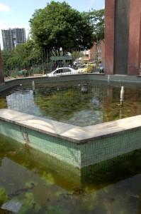 Este es el estado actual de la glorieta frente al hotel Chicamocha. La imagen habla por sí sola