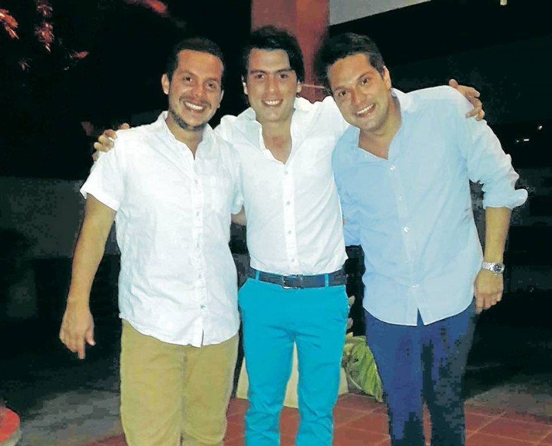 Juan Carlos Gamarra, Canen Martínez y Rafael Reyes son los creadores de 'Hecha a Mano' un espacio que llama la atención por estos días en Ciudad de Panamá.