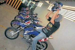 Las motos fueron adaptadas para la pista, quienes quieran acceder al servicio deben presentar su licencia de conducción.