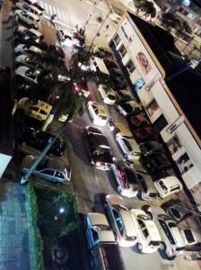 Residentes de la calle 34 entre carreras 27 y 28 piden más control por el ruido y la invasión de espacio público que genera un establecimiento vecino. - Suministrada / GENTE DE CABECERA