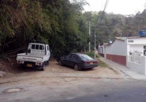 Un vecino de Pan de Azúcar solicita que no se parqueen por mucho tiempo los vehículos en este sitio. - Suministrada / GENTE DE CABECERA