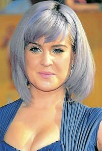 Kelly Osbourne usa peinados y cortes de cabello para destacar su belleza con un rostro en forma de pera