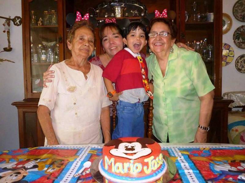 Oliva De La Rosa de Manosalva, Ana Milena Manosalva De La Rosa, Mario José González Manosalva y Luccy Plata de González. - Suministrada / GENTE DE CABECERA