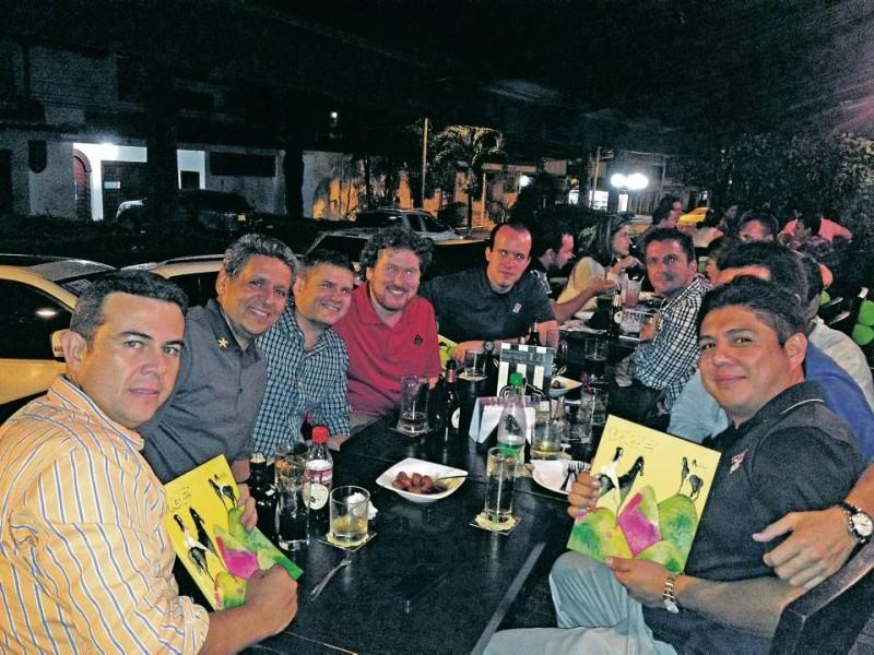 En la foto el equipo corporativo de Dominos Pizza, asistentes al evento. - Suministrada /GENTE DE CABECERA