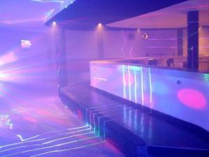 En el sitio en 2012 funcionaba un bar gay que se promocionaba en internet con esta foto del interior.