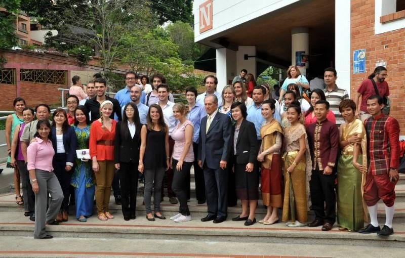 Al acto también asistieron los padres de familia de los estudiantes Unab que están de intercambio en otros países.