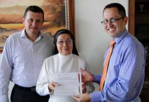 La hermana rectora Nubia Teresa Barco Jurado recibió la certificación para el colegio de La Presentación. - Tomada de www.colegiodelapresentacion.edu.co/ GENTE DE CABECERA
