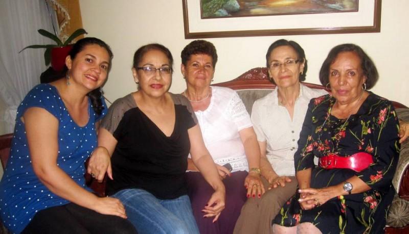 Rosalba Peña, Matilde Basto, Ángela Buitrago, Gladys Basto y Ligia Rojas. - Suministrada /GENTE DE CABECERA