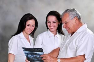María Paula y María Andrea siguieron los pasos de su padre, abuelo y bisabuelo, la odontología