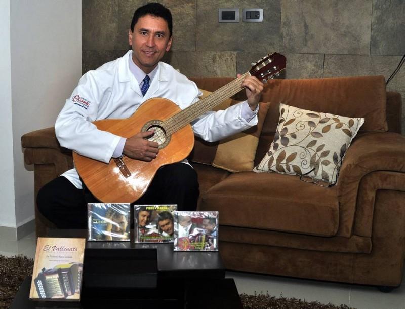 """Para el doctor Marco de León, el vallenato es el único género que transmite historias, vivencias, emociones y narra sucesos a través de la música. """"Es la expresión melódica de los sentimientos, porque siempre hay una canción para cada situación que se plantee"""""""