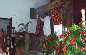 En la Vigilia Pascual se rememora la Resurrección del Señor, también se bendicen agua y fuego en un acto especial. Es la celebración más importante de la Semana Santa.