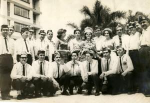 Junto a la Reina Nacional de la Belleza 1963, Leonor Duplat Sanjuán, promoviendo la construcción del Hospital Ramón González Valencia