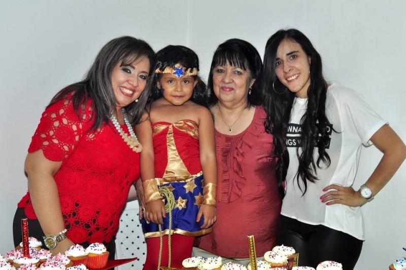 Diana Pimiento, Isabella Solano Pimiento, Berta de Pimiento y Ana Pimiento. - Laura Herrera /GENTE DE CABECERA