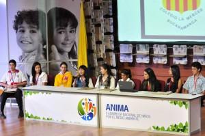 Estudiante de La Merced presentando su propuesta ambiental en la Cumbre Cima Kids 2014.