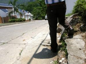 El alcalde Luis Francisco Bohórquez anunció que también pavimentará la calle 71, de Lagos del Cacique. - Jaime Del Río/ GENTE DE CABECERA