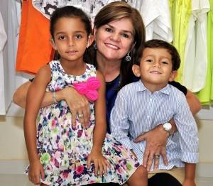 Junto a Manuela y Enrique, sus dos nietos.
