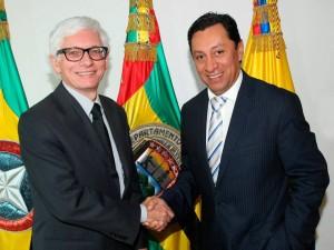 El embajador de Francia en Colombia, Jean-Marc Laforêt y el alcalde de Bucaramanga, Luis Francisco Bohórquez