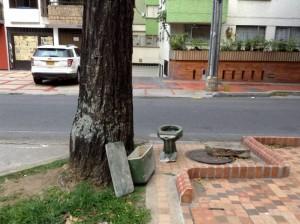 Este es el aporte horrible que un vecino de la calle 48 con 27 le hace al 'embellecimiento' del sector. - Suministrada /GENTE DE CABECERA