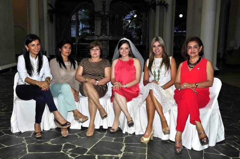 Carolina Saavedra Murillo, Ana Felicia Barajas, Luz Marina de Trillos, Paola Trillos, Lenys Pedraza y Marta de Gómez. - Laura Herrera / GENTE DE CABECERA