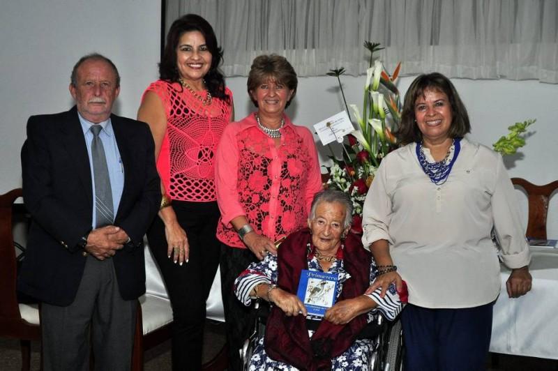 El día del lanzamiento del libro de Olga Cárdenas de Neira la acompañaron sus hijos: Hernando, Miriam Riquelme, Constanza y Claudia Neira. No pudo asistir su hijo Mauricio quien reside en el exterior
