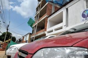 Vecinos de una obra de la carrera 35 se quejan por falta de prevención para evitar la contaminación en el aire que respiran. - Didier Niño /  GENTE DE CABECERA